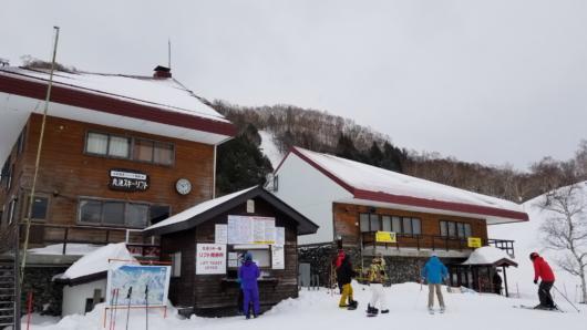 今回の拠点、丸池スキー場。