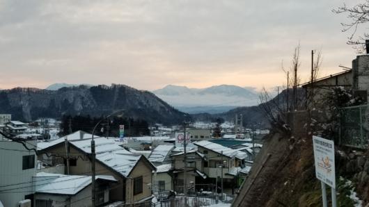 夕刻の湯田中から見えた戸隠・黒姫山。