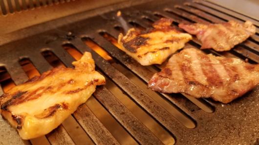 ゲレンデで肉が焼ける。