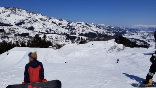 ビッグキッカーがある方のラインには超うまいフリースタイルスキーヤーもいて目を楽しませてくれた。