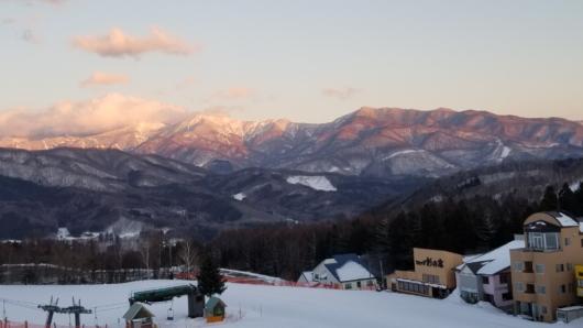 日没前に天候は好転し、日光白根山のアーベントロートが美しかった。