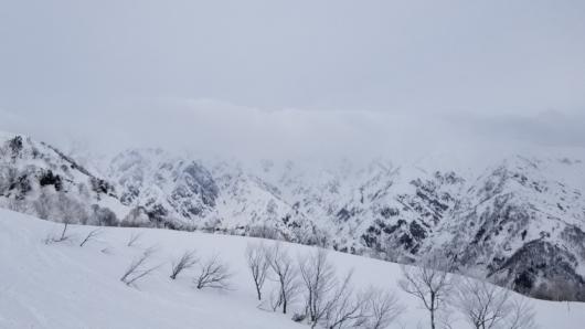 五竜岳など後立山連峰は雲がかかっていました。