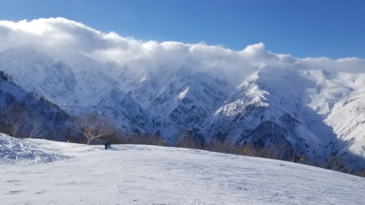 後立山主稜線は惜しくも雲の中。