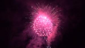 祭りの最後を締めくくる花火。