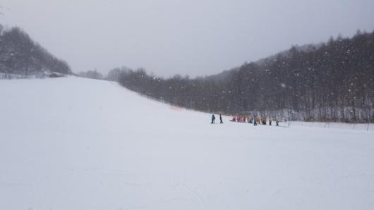 ガンガン雪が降る中、3日間の滑走を終える。