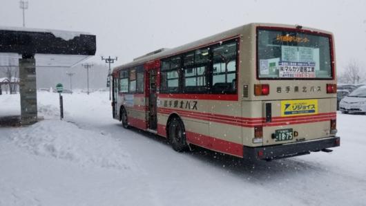 盛岡駅へと向かうバス。