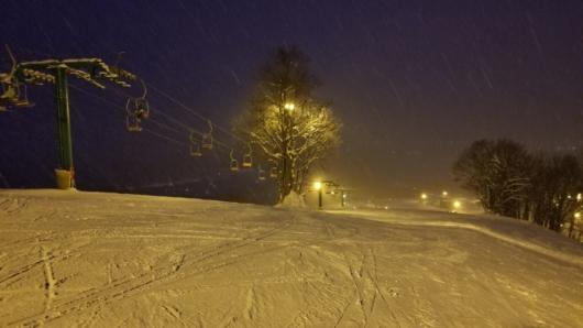 ゲレンデトップ付近から。結構雪は激しく降ってました。