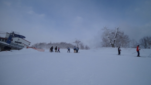 学校行事スキーなどで、平日にしてはまあまあの賑わい。