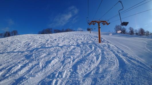 非圧雪斜面もかなり滑りごたえあり。
