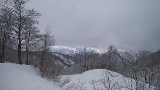 パノラマコースからは、かぐらスキー場のみつまたエリアも見える。
