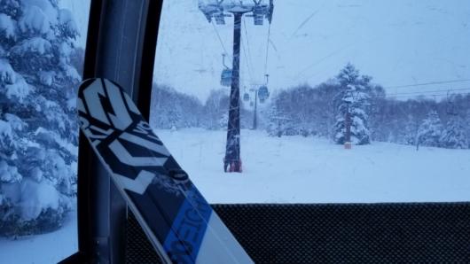 板と一緒に2ゴン乗車中。外は極寒、搬器の中は極楽。